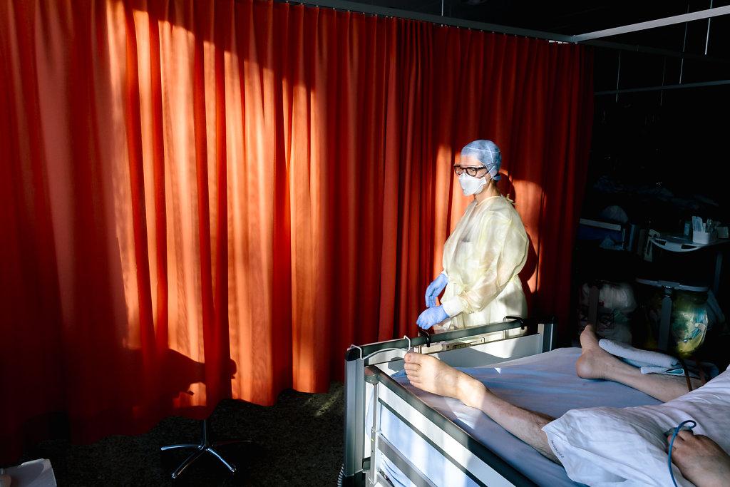 2020-COVID-Unispital-Basel-Fiechter-05.jpg