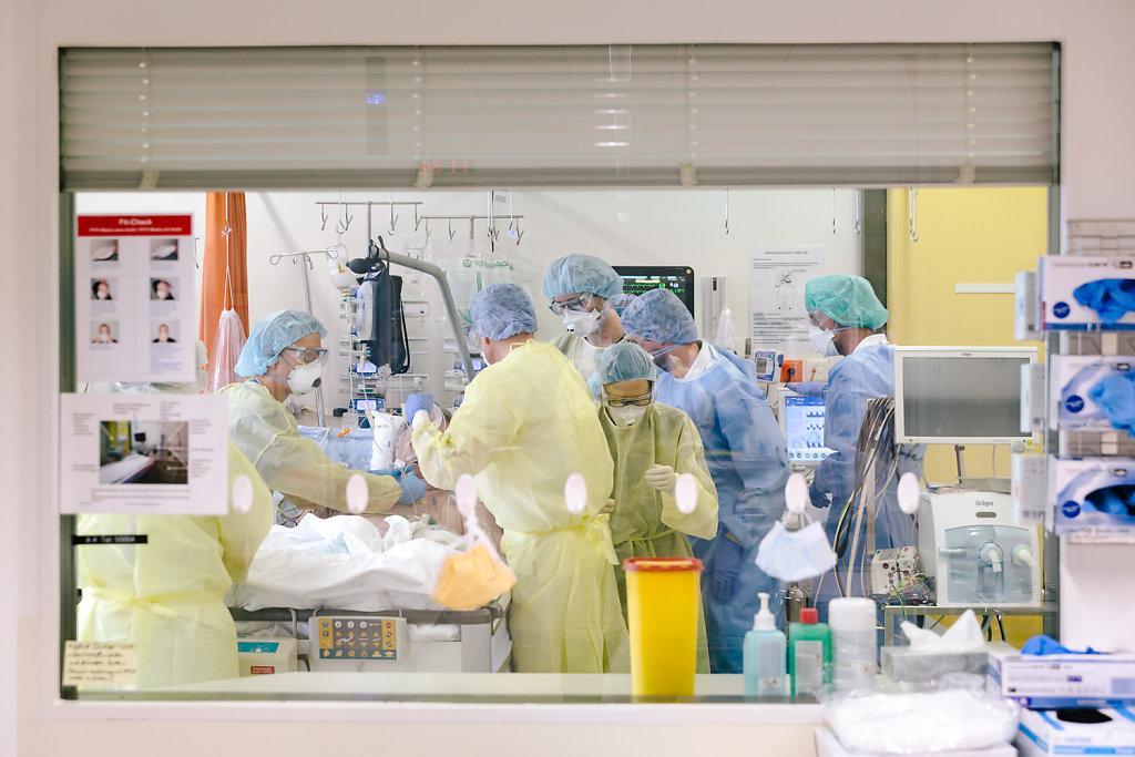2020-COVID-Unispital-Basel-Fiechter-17.jpg